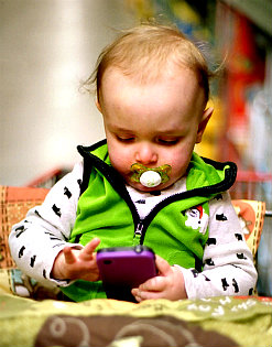 baby and smartphone3